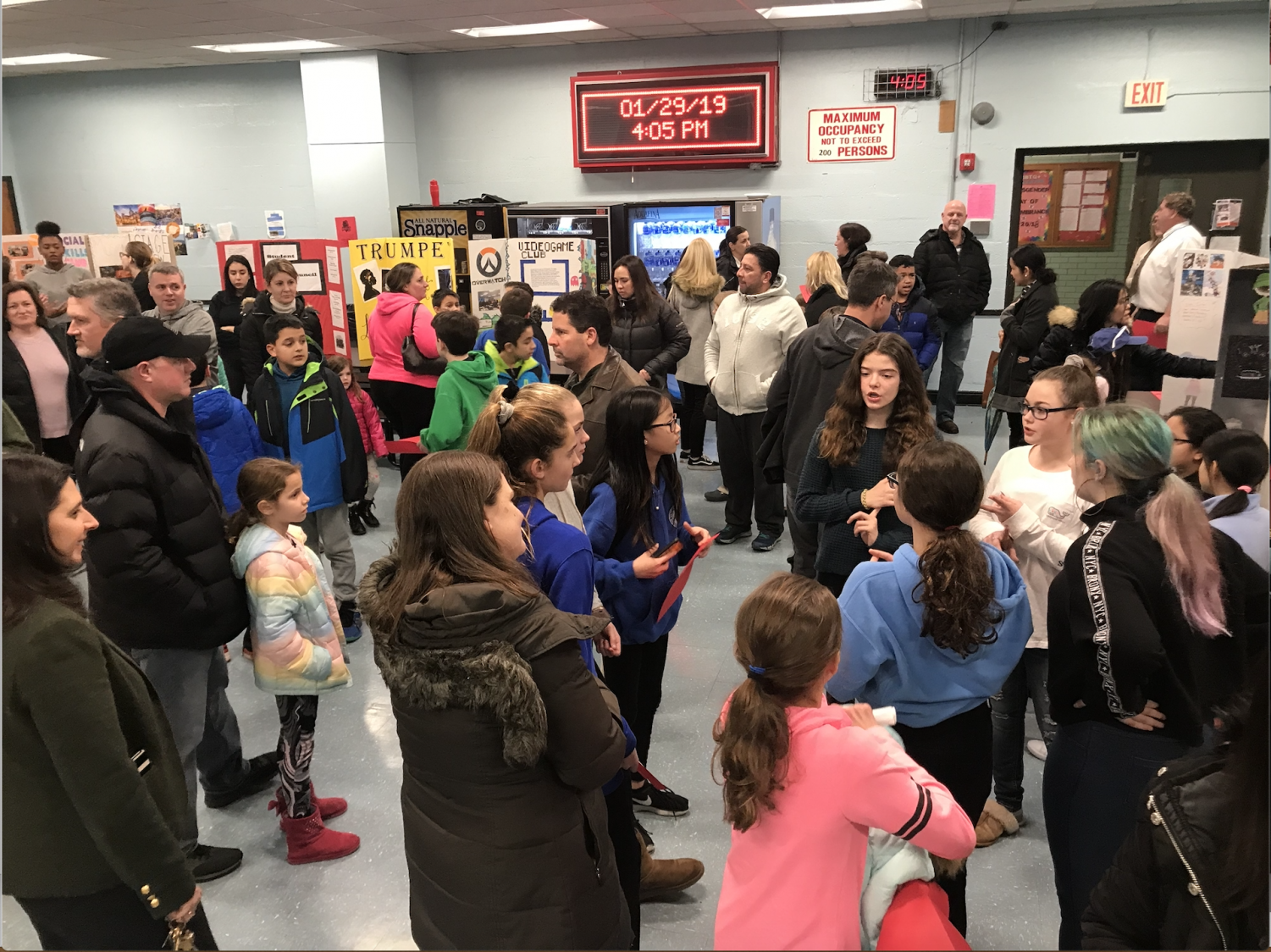 Students attend club fair to learn about extracurricular activities at FPM.