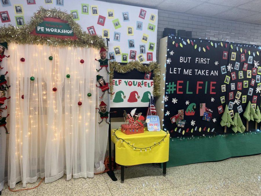 Holiday+Door+Decor+On+Display